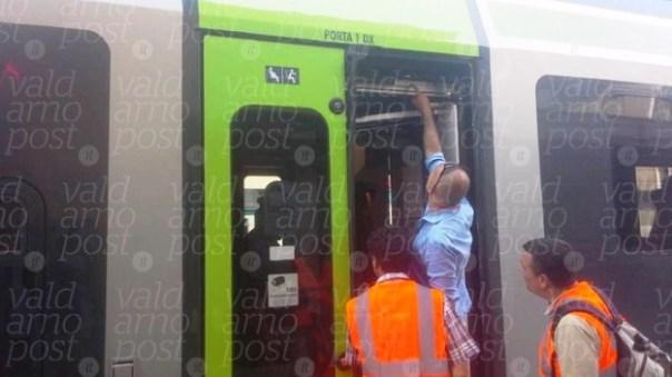 Il treno Jazz arrivato a Figline senza la porta (foto ValdarnoPost)