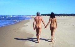 Mugello, Lago di Bilancino: coppia di nudisti in spiaggia. Denunciati