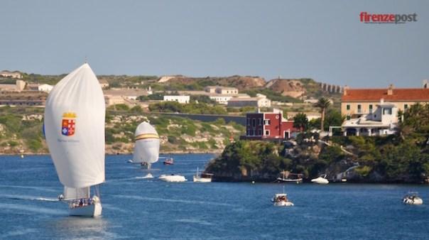 Il Corsaro II all'arrivo nel primo giorno di regata a Minorca