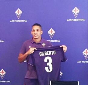 Il brasiliano Gilberto in maglia viola