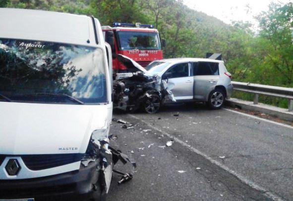 Fra Terni e le Marmore scontro stradale: tutti toscani i feriti