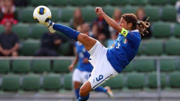 Patrizia Panico, qui com con la maglia della Nazionale, sarà la punta di diamante della Fiorentina femminile