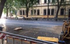 Firenze: lavori nel viale don Minzoni. Sono spariti i tubi e (finalmente) sono stati liberati gli accessi alle autorimesse