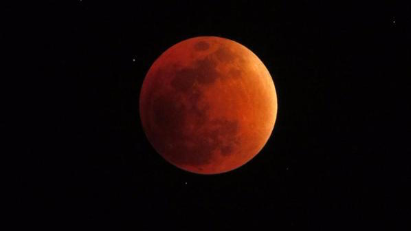 Luna ore 22,05 in Ecuador (5,05 in Italia)