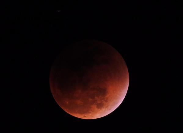 Luna ore 22,25 in Ecuador (5,25 in Italia)