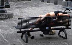 Firenze, fanno sesso in strada fra gli scooter in sosta: denunciati