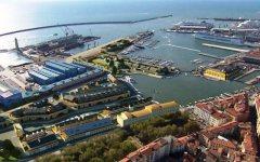 Porto di Livorno, incidente sul lavoro: gravissimo un operaio di 26 anni
