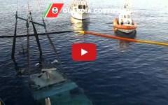 Viareggio, riemerge il relitto del peschereccio Giumar (video)