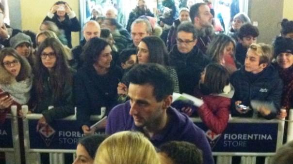 Fiorentina, Nikola Kalinic all'inaugurazione del nuovo store Duomo