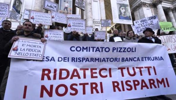 Roma, 22 dicembre 2015, davanti a Bankitalia la protesta dei risparmiatori