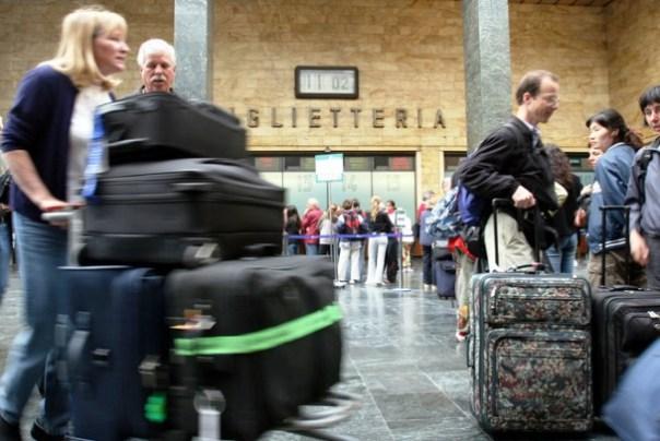 Firenze, treni in ritardo e affollamento in stazione a S. Maria Novella