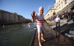 Canottieri Firenze, Capodanno: tuffo in Arno, dopo la regata, con Eugenio Giani