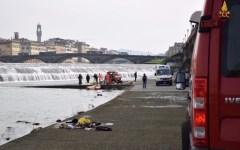 Firenze: cadavere in Arno recuperato dai Vigili del fuoco