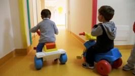 Asilo nido nel Pisano, bambini fra 1 e 3 anni maltrattati e percossi, una maestra è stata arrestata