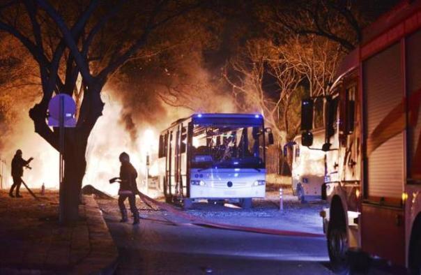Attentato in Turchia, autobomba esplode ad Ankara