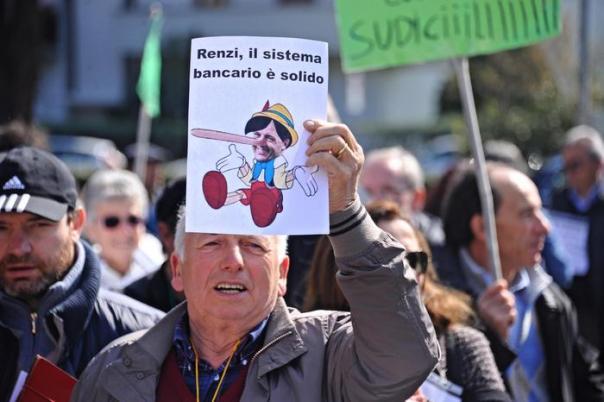 Un momento del Presidio contro il Decreto Salvabanche nel paese di residenza del premier Matteo Renzi a Pontassieve, 26 marzo 2016 ANSA/MAURIZIO DEGL INNOCENTI