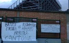 Banca Etruria: proteste e striscioni a Empoli, flashmob dei risparmiatori ad Arezzo