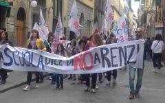 Firenze, scuola: corteo di protesta degli insegnanti precari contro il concorso truffa