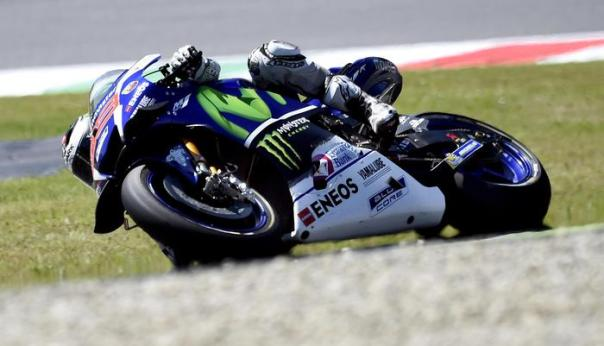 Spanish MotoGP rider Jorge Lorenzo of the Movistar Yamaha is on his way to win the Motorcycling Grand Prix of Italy at the Mugello circuit in Scarperia, central Italy, 22 May 2016. ANSA/CLAUDIO ONORATI