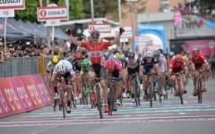 Giro d'Italia. A Foligno bis di Greipel, Dumoulin sempre maglia rosa