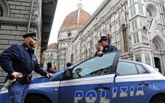 Firenze: lotta all'abusivismo commerciale. La Polizia sequestra oltre 500 articoli e irroga 30 multe