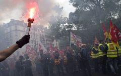 Parigi: città devastata dalla protesta violenta contro il Jobs Act, 40 feriti e 73 arresti.