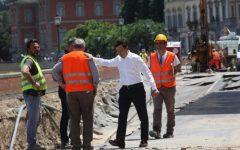 Firenze, voragine lungarno Torrigiani, il sindaco su Facebook: «Che ne dite di trasformare in passeggiata il corridoio dei lavori?»