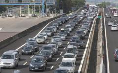 Autostrada A1 Firenze-Bologna: trivella urta un cavalcavia e la volta di una galleria. Lunghe code