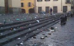 Firenze, degrado nelle zone del centro: il Comune installa bagni in Piazza Indipendenza, ma non basta