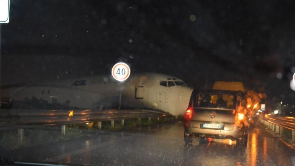 Orio al Serio, aereo esce di pista e finisce in tangenziale