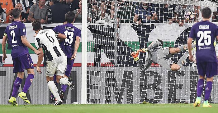 Khedira, su cross di Chiellini, porta in vantaggio la Juve nel primo tempo