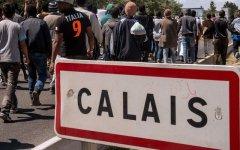 Migranti: si alza un muro nel cuore dell'Europa, per arginare la 'giungla' di Calais (foto)