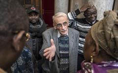 Migranti, Francia: il parroco di santa Chiara contro il prefetto di Lione. Vuole ospitare i migranti in Chiesa