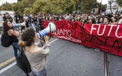 Scuola: cortei e proteste in tutt'Italia. Striscioni davanti al Miur a Roma e a Firenze