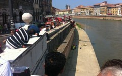 Pisa: cade dalla spalletta dell'Arno. Grave uno studente