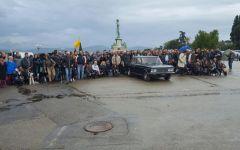 Firenze, alluvione: Amici miei, in 300 sotto l'acqua hanno ricordato i luoghi del film (foto)