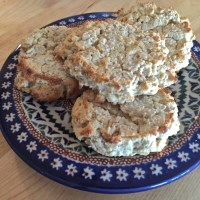 oatmeal almond flour biscuits {gluten free option included}