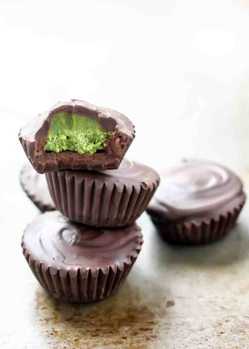 5-Ingredient Dark Chocolate Matcha Coconut Butter Cups [vegan]