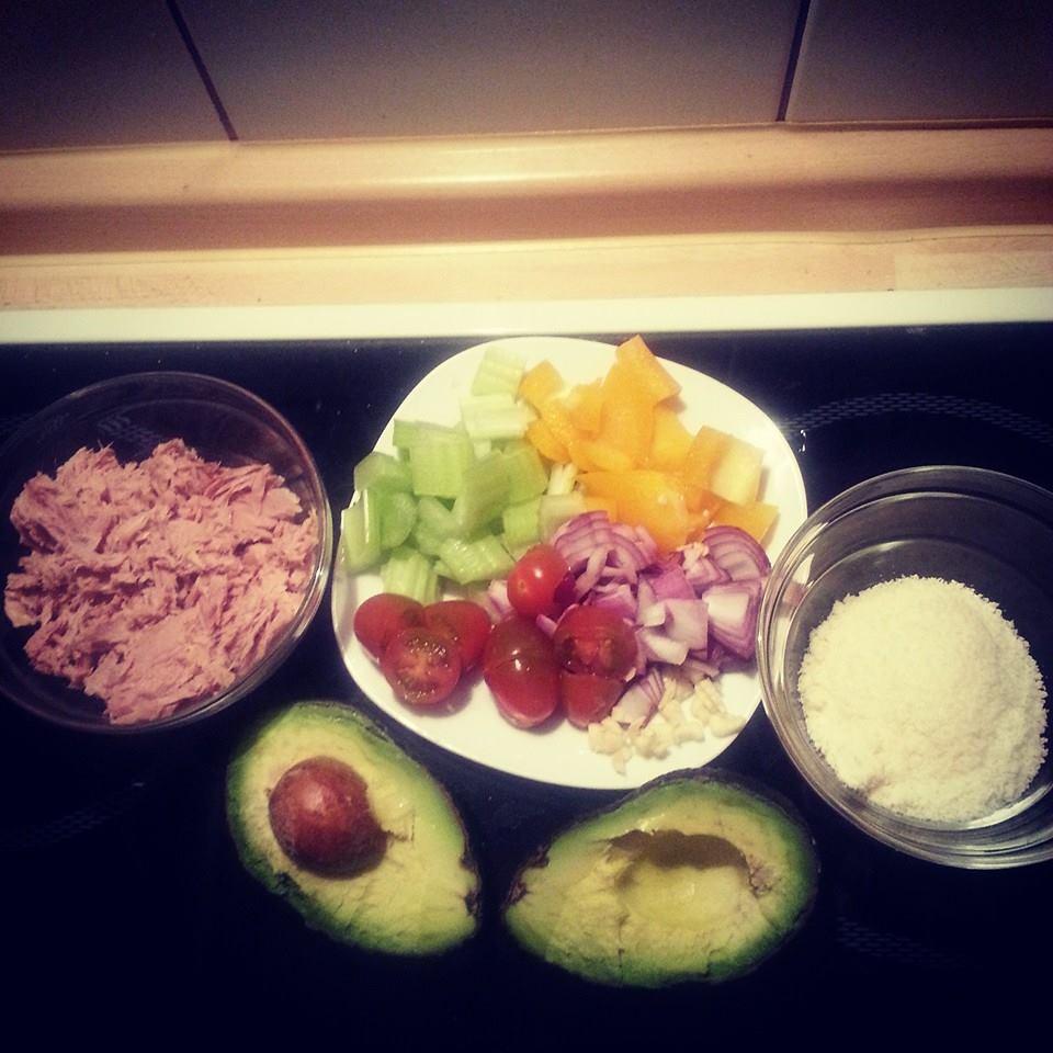 Avocado-Schiffchen mit Thunfisch