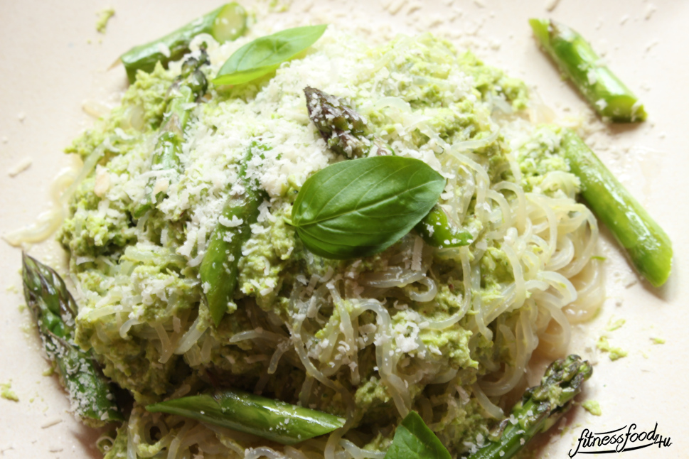 Low Carb Pasta mit Spargel Pesto