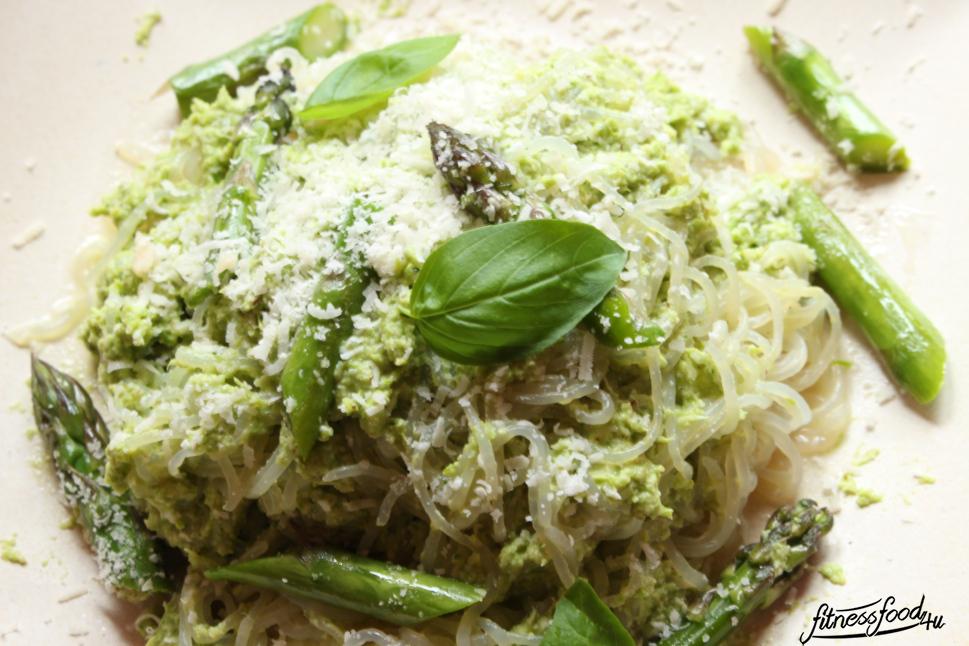 Low Carb Pasta mit Spargel Pesto