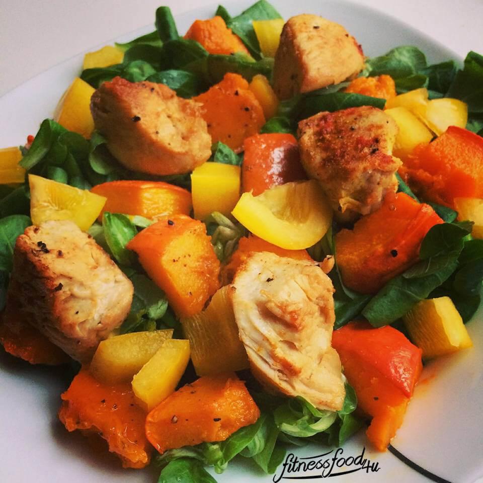 Salat mit Kürbis und Hähnchen