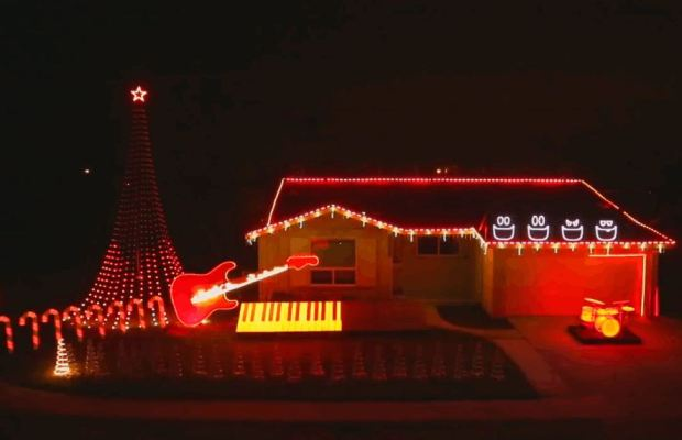 C:\Users\SM Zeeshan Naqi\Downloads\100,000 Christmas lights programmed to themes from 'Star Wars'.jpg