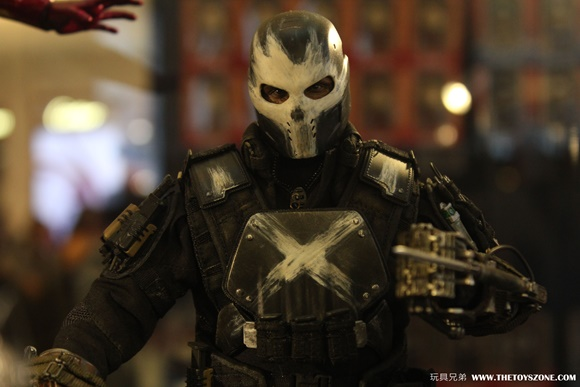 crossbones-hottoys