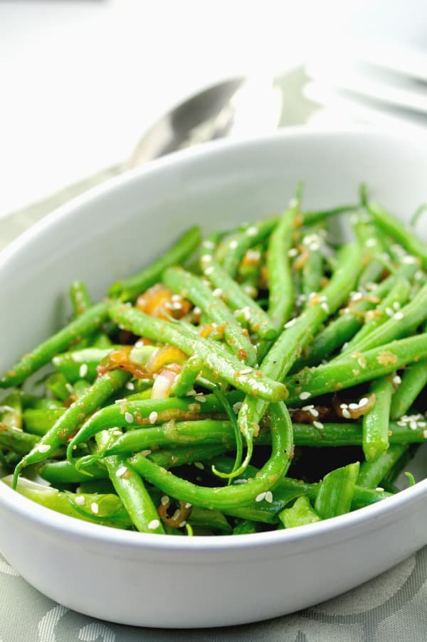 Sesame Green Beans with Jalapeno. Paleo. |www.flavourandsavour.com