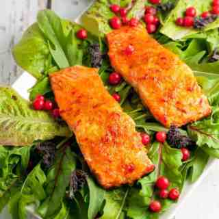 This Citrus Chardonnay-Glazed Wild Salmon only needs 6 ingredients. It cooks in 10 minutes and is superb! |www.flavourandsavour.com