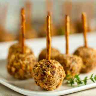 Mini Cherry Almond Cheese Balls on a Stick - easy and fun appetizer! |www.flavourandsavour.com