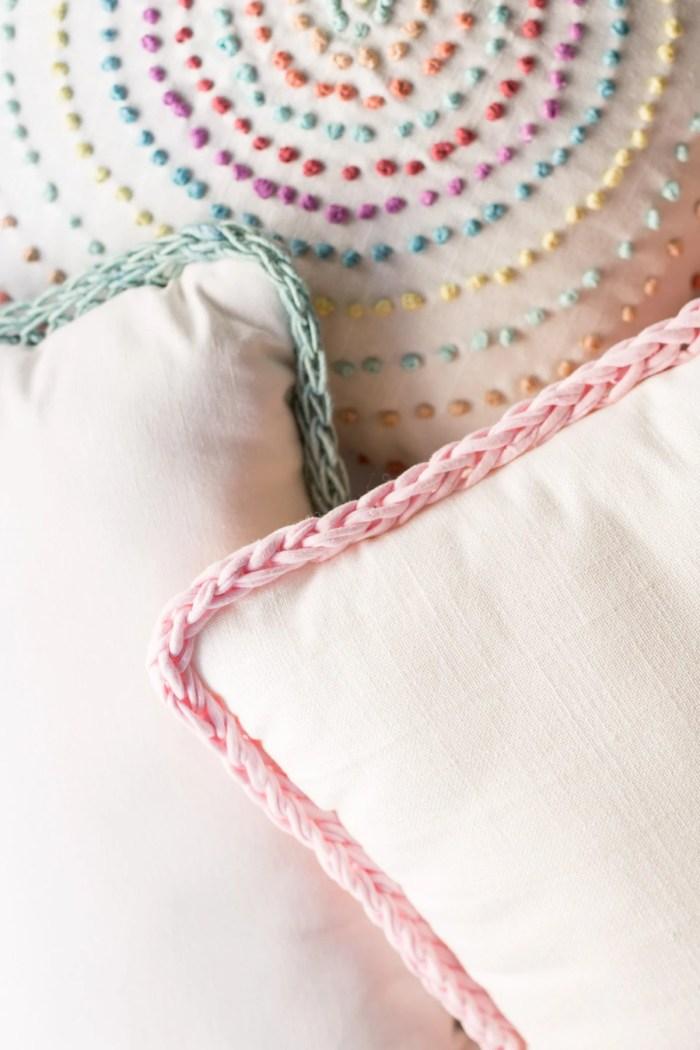 Finger Knit Border Pillow-8628