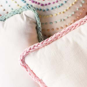 Finger Knit Border Pillow-8628