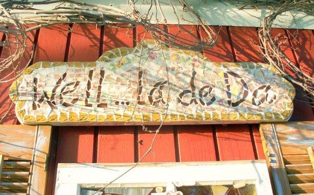 "Sue's mosaic sign over her potting table..."" Well, La De Da!"""